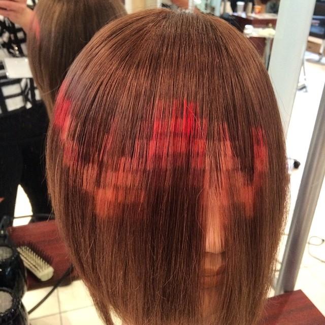 piksel şeklinde boyanmış saçlar