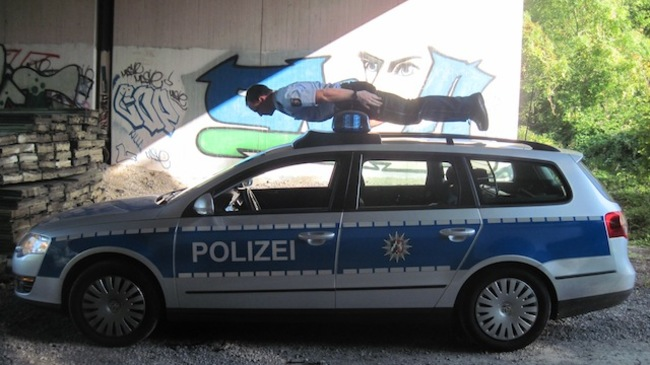 Eğlenen iyi polisler- 646
