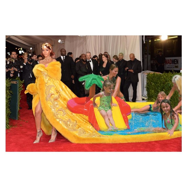 Rihanna kostüm geyikleri 11