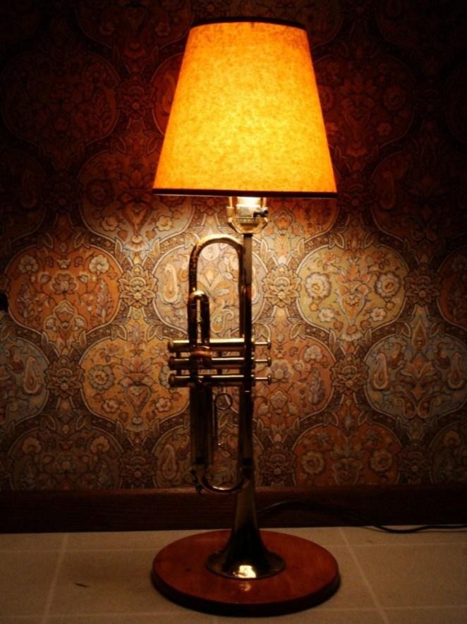 Trompet şeklinde lamba