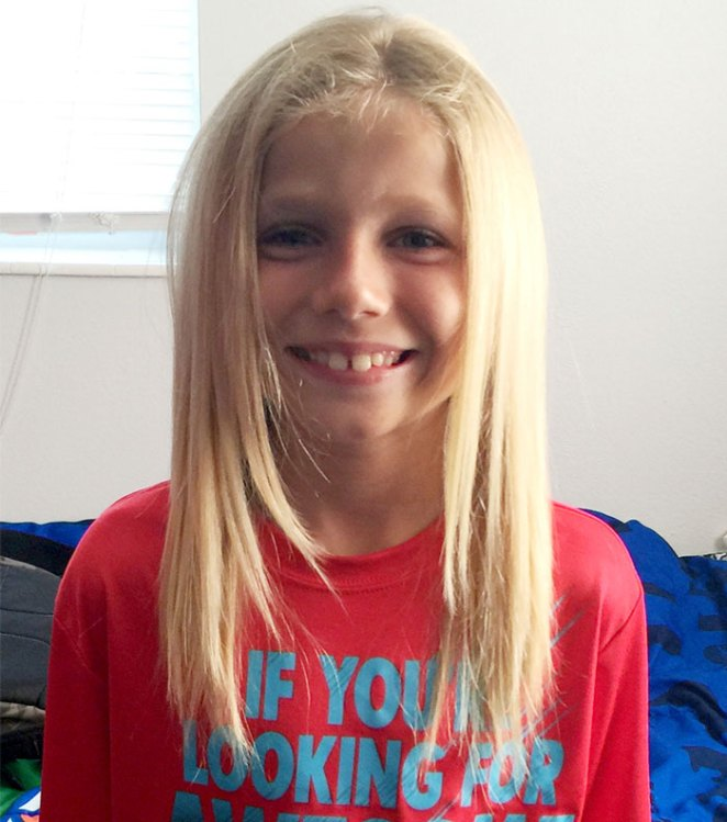 saç uzatan çocuk