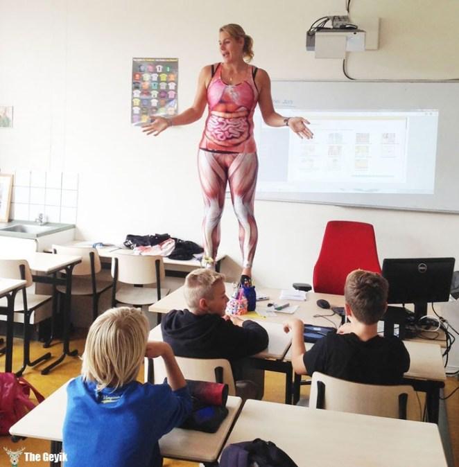 Öğretmenin-en-etkili-yolu-soyunmak
