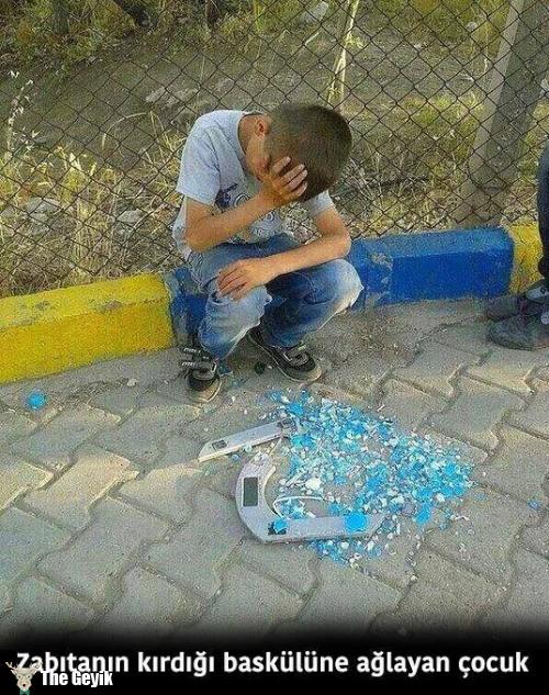 Üzülen mutsuz çocuklar 8
