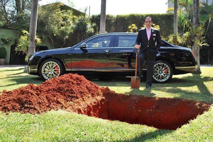 Arabayı gömüyor