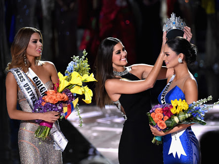 LAS VEGAS, NV - DECEMBER 20: Miss Philippines 2015, Pia Alonzo Wurtzbach (R), reacts as she is crowned the 2015 Miss Universe by 2014 Miss Universe Paulina Vega (C) during the 2015 Miss Universe Pageant at The Axis at Planet Hollywood Resort & Casino on December 20, 2015 in Las Vegas, Nevada. Miss Colombia 2015, Ariadna Gutierrez, was mistakenly named as Miss Universe 2015 instead of First Runner-up. (Photo by Ethan Miller/Getty Images)