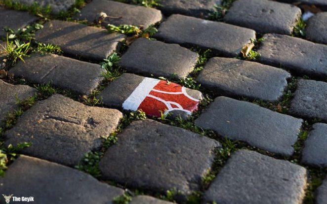 Andre Levy çıplaklık karşıtı taş boyama 2