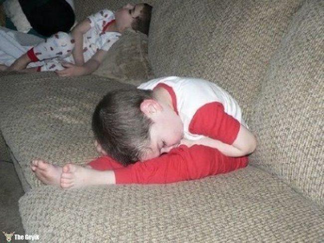 komik uyuyan çocuklar7