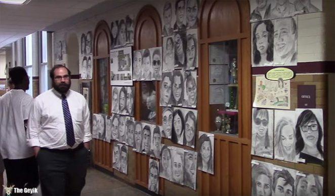 okul arkaslarinin resimlerini gizlice cizen Phillip Sossou4