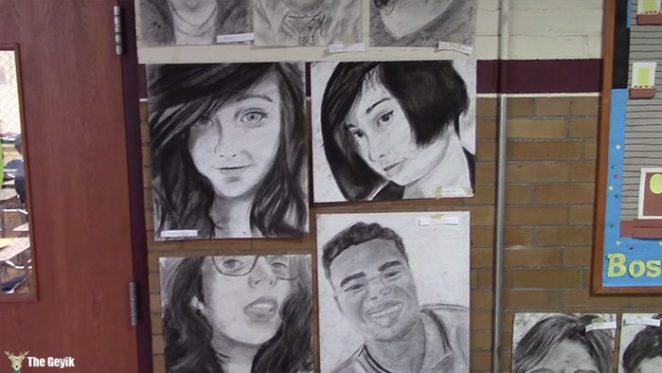 okul arkaslarinin resimlerini gizlice cizen Phillip Sossou5