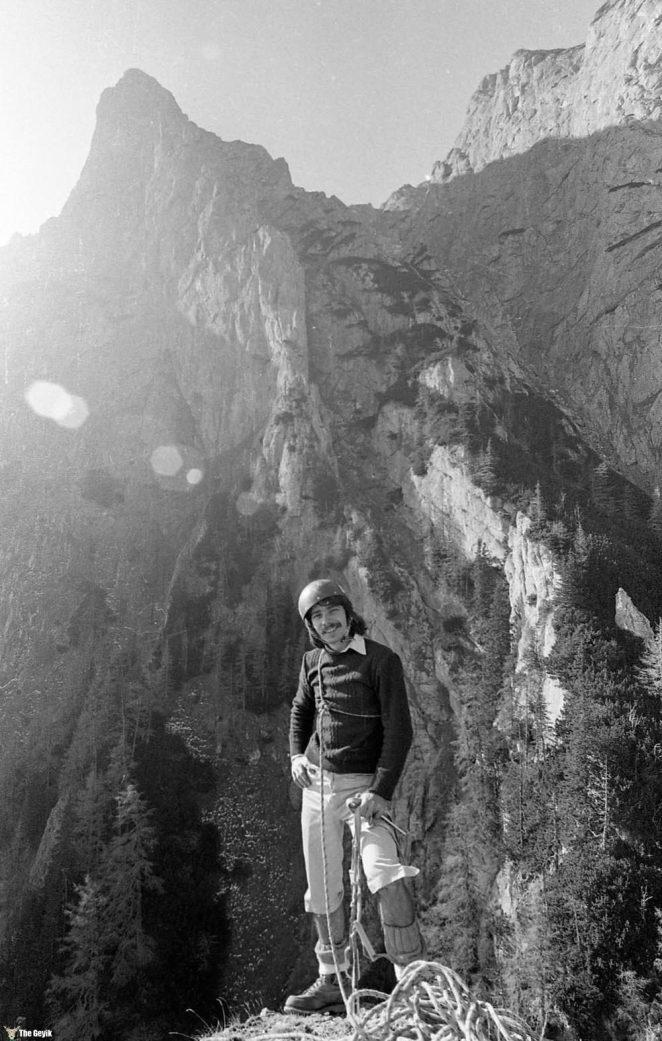photos-of-mountain-hikes-in-communist-romania-876-566-1465925629