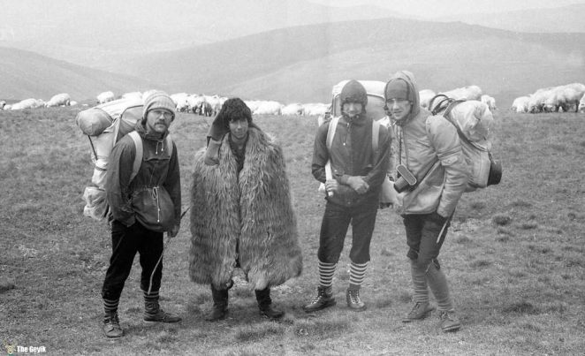 photos-of-mountain-hikes-in-communist-romania-876-942-1465925631