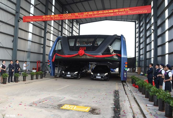 qinhuangdao-cin-yol ustunden giden tramvay 4