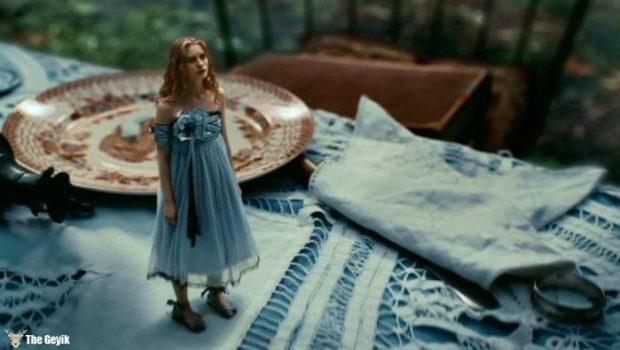 Alice-Harikalar-Diyarında-Sendromu