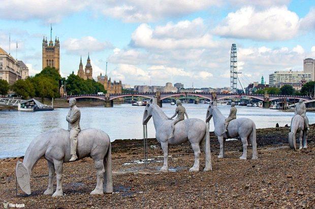 the-horsemen-on-the-thames-england2