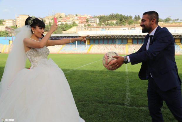 kadin-hakemle-mardinli-futbolcu-evlendi-2
