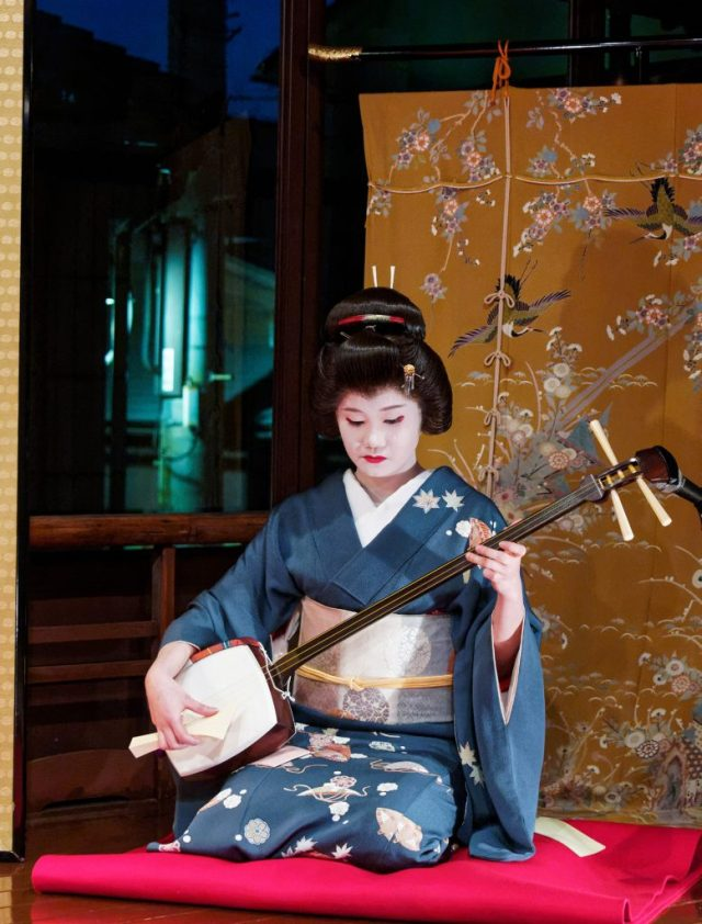 Kyoto - Shamisen playing Geiko