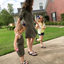 Mommy-and-me Flip Flops - Mommy-and-Me Style - Kid Style - Toddler Style - Mom Style - #sponsored - The Gifted Gabber