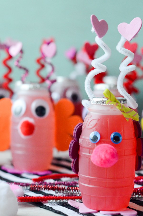 Love Bug Juice Boxes for Valentine's Day - #ValentinesDayCrafts #ValentinesIdeasforKids #ValentinesDayParty #juicebox - The Gifted Gabber