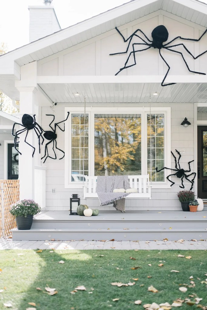 Giant Spider Exterior