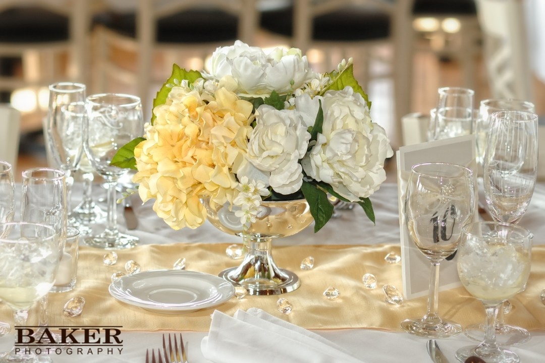 Wedding reception table setting with centerpiece - Photo credit ...