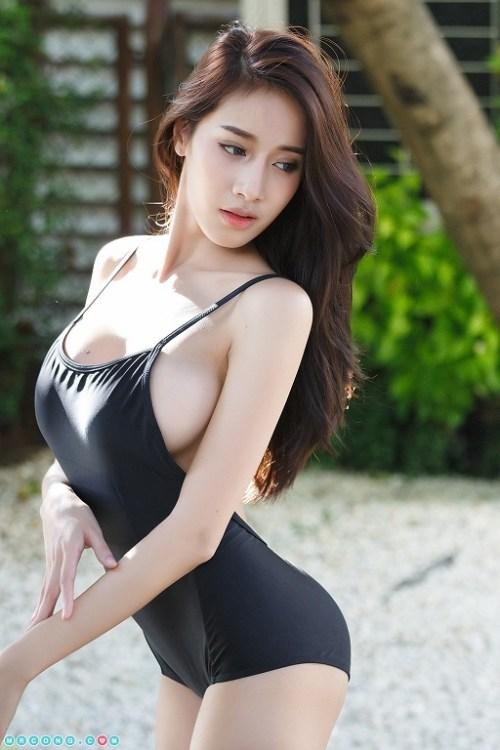 Pichana Yoosuk Thai model in swimsuit