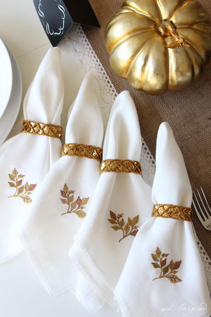 Gorgeous DIY Linen Fringe Napkins for your Thanksgiving table!