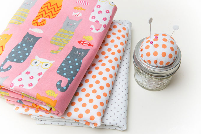 These mason jar sewing kits make great gifts or a convenient way to take your projects on the go!
