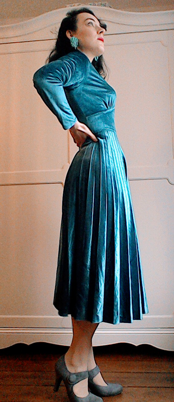 Vintage velvet pleated dress