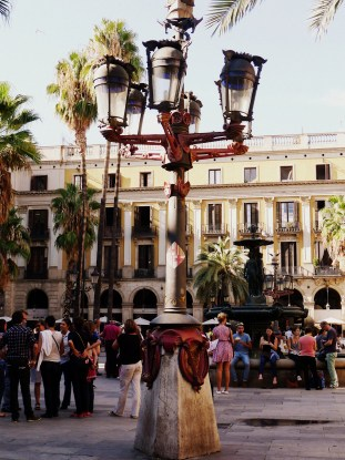 A Gaudi-designed lamp post in Plaza Real