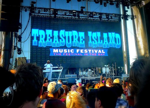 Treasure Island Music Festival Stage 2014| The Girl Next Door is Black