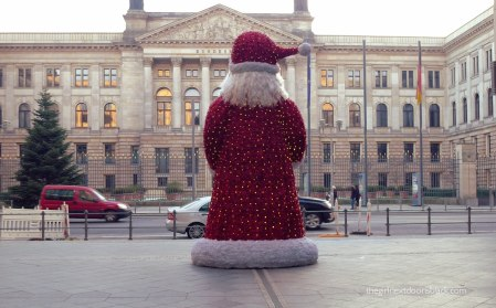 Santa Claus at the mall in Berlin