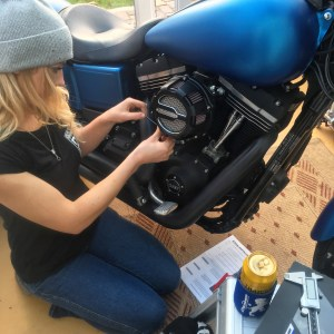 Installation of Crusher Performance Maverick air intake Harley Davidson StreetBob