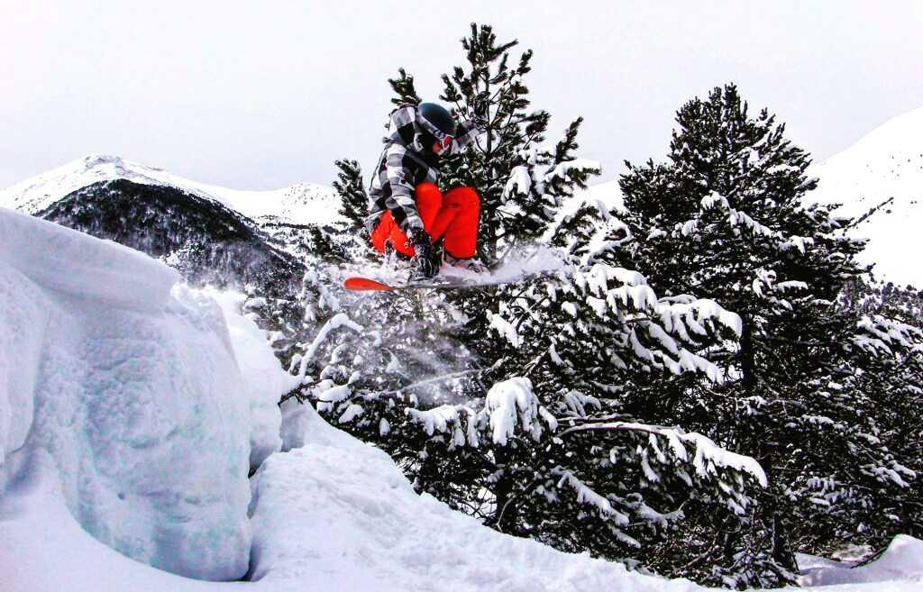 Vanessa snowboarding
