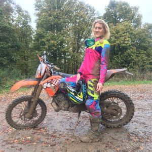 The Girl On A Bike KTM EXC 200 2 stroke fox womens pink e1515771573305