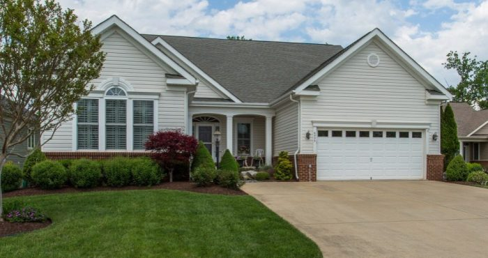 13389 Fieldstone Way, Gainesville, VA Home For Sale with Golf Course Views listed by REALTOR Candace Moe