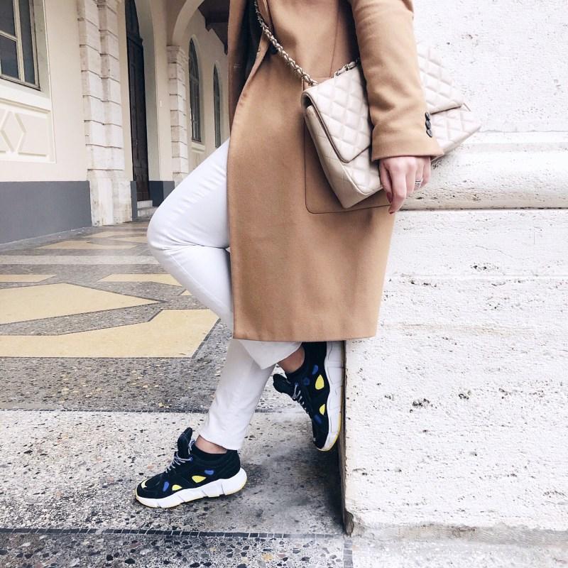 dettaglio sneakers