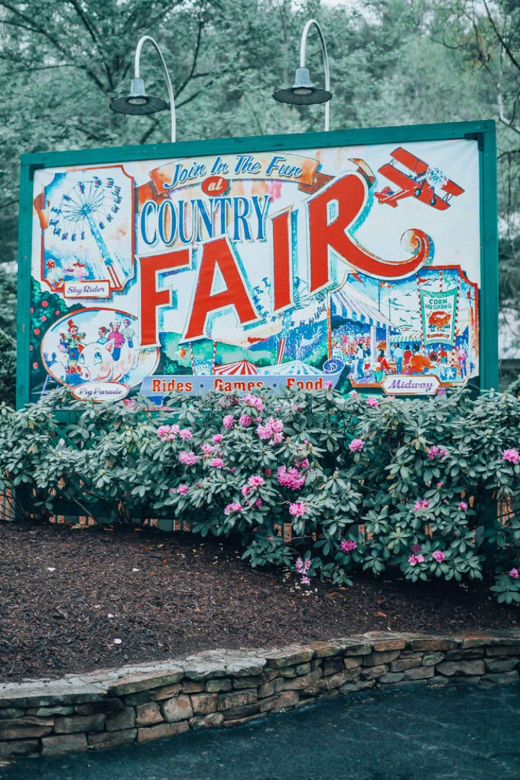 Summer Bucketlist 2018, The Glitter Gospel, Dollywood, East Tennessee travel attractions, summer to do, Easy Summer Travel Ideas, Travel inspo