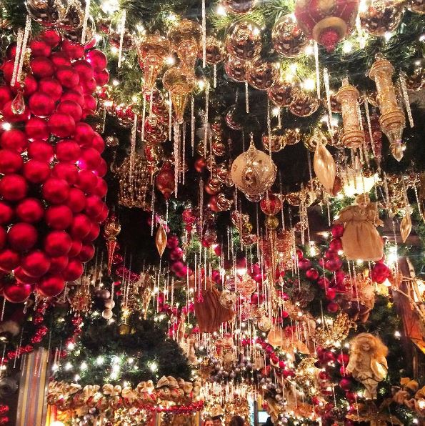 Rolfs Christmas Bar Nyc.10 Things To Do In New York City This Christmas