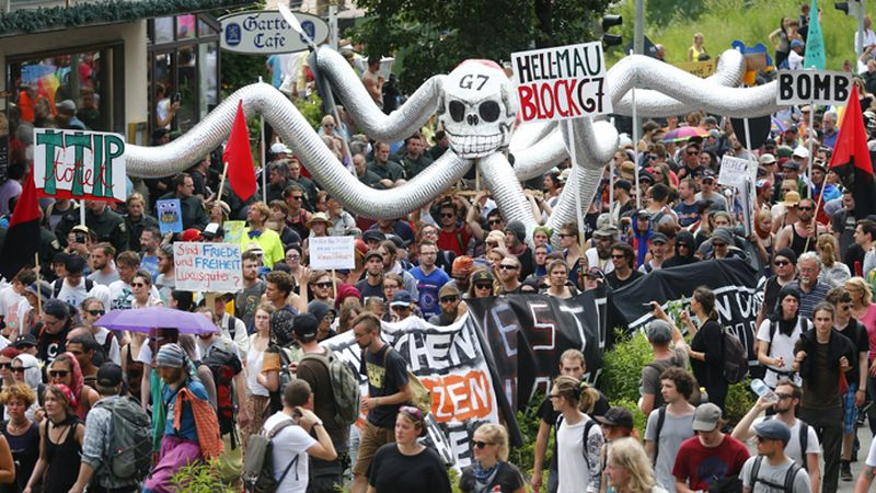 Anti-G7 protestors march during a demonstration in Garmisch-Partenkirchen, southern Germany, June 6, 2015. Reuters Hannibal Hanschke