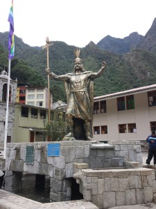 Statue of Pachacuti in Aguas Calientes.