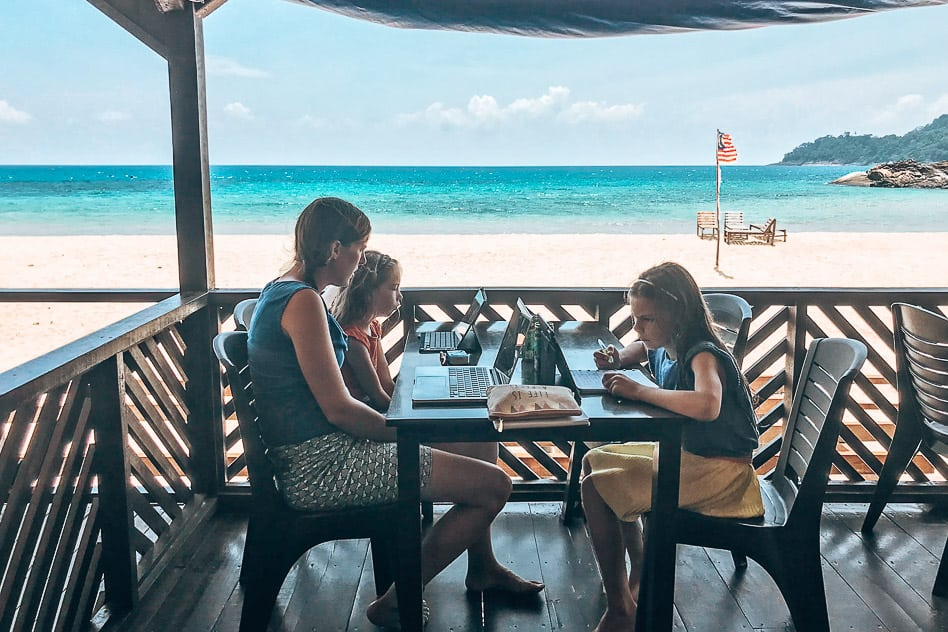 Homeschooling our kids in Tioman Malaysia to traval as a family on a budget