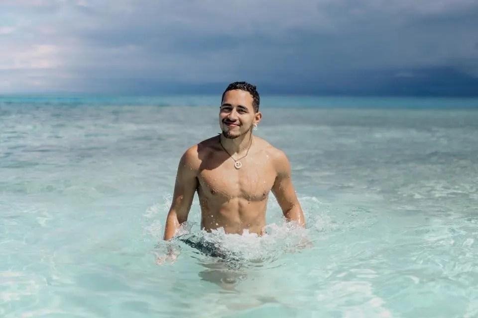 Gay Hookup In Belize