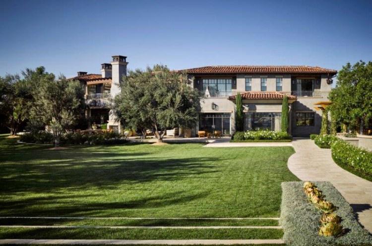 Explore Kourtney Kardashian's Fabulous Calabasas Garden ...