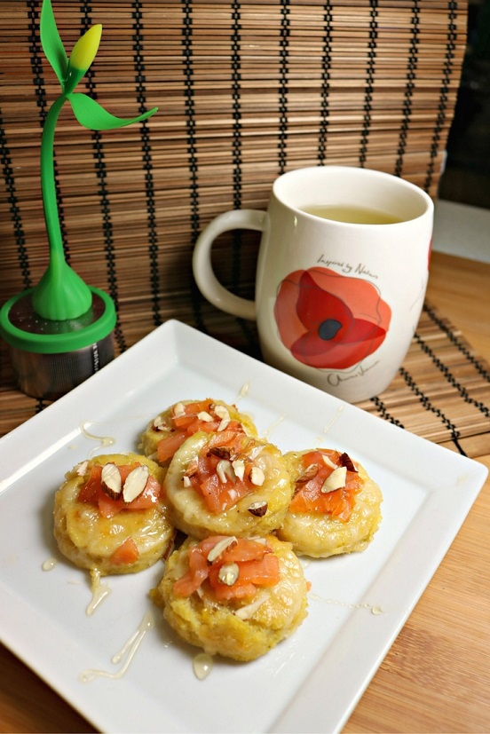 Green Tea and Gruyere Polenta Bites with Smoked Salmon and Chopped Almonds.  Recipe by The Gluttonous Geek.