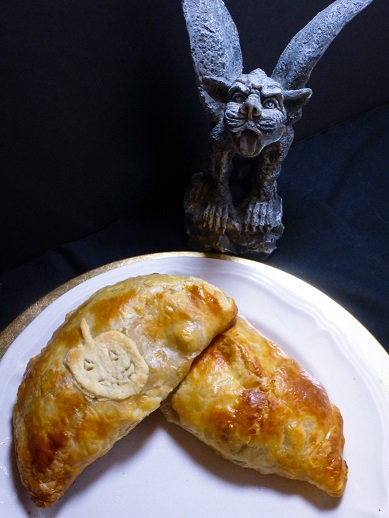 Savory Pumpkin Pasties and Pumpkin Tikka Pasties inspired by the Hogwarts Express from the Harry Potter series. Recipe by The Gluttonous Geek.