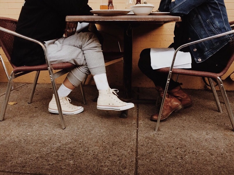 Setting healthy boundaries on a first date