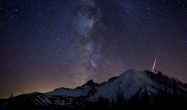 perseid-meteor-shower-coming-2012-mount-rainier_58151_600x450