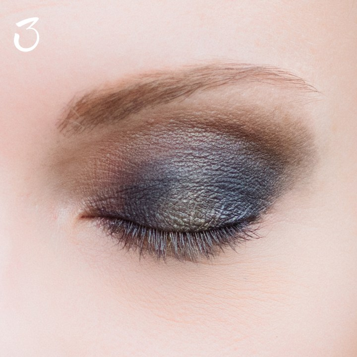 make-up-tutorial-smokey-blu-oro-3