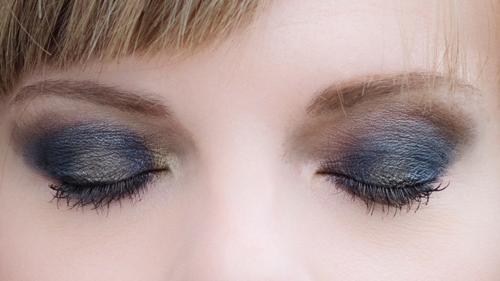 make-up-tutorial-smokey-blu-oro-ris1
