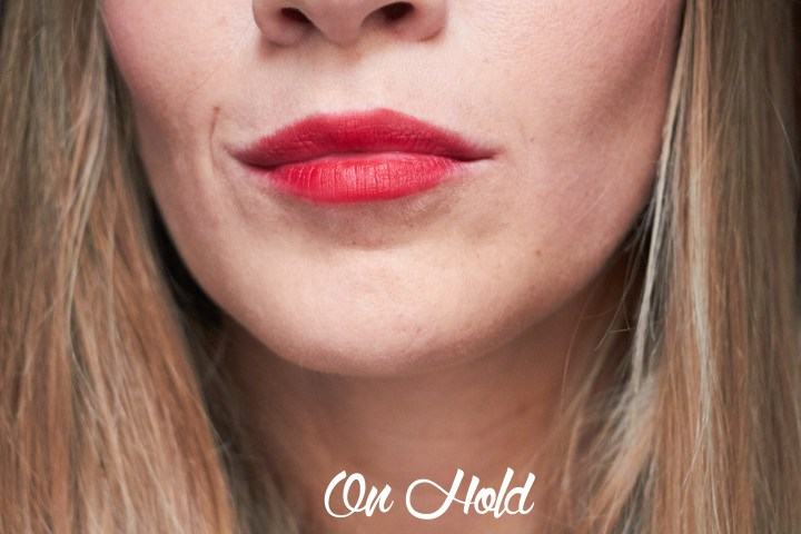 on-hold-mac-lipstick-copia